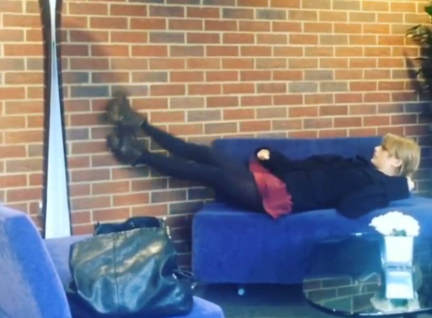 Taylor Swift Can't Get Comfortable On Airport Couch, Internet Loves It (Photo)