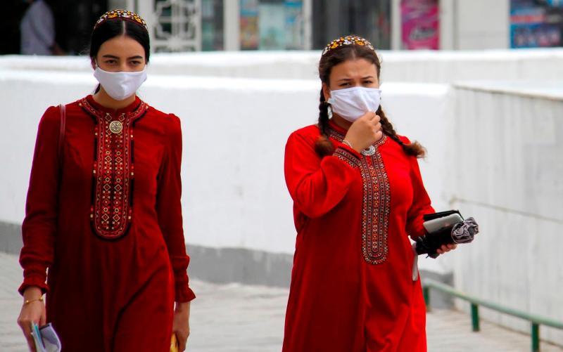 Women in Turkmenistan wear masks because of 'dust' - AFP