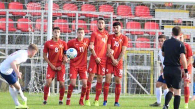 Timnas Makedonia Utara U-19 saat melawan Inggris U-19.