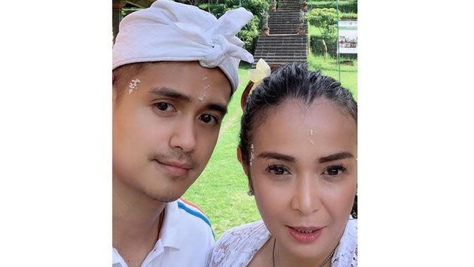 Potret Kemesraan Ajun Perwira Bareng Sang Istri, Selalu Tampil Kompak (sumber: Instagram.com/jennifer_ipel)