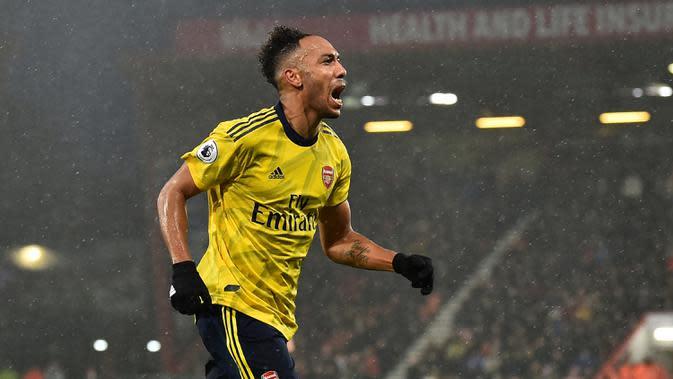 Pierre-Emerick Aubameyang - Pemain asal Gabon ini meraih penghargaan pemain terbaik Benua Afrika saat bermain untuk Borussia Dortmund. (AFP/Glyn Kirk)