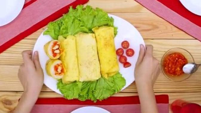 Telur dadar gulung. (Foto: Kokiku Tv)