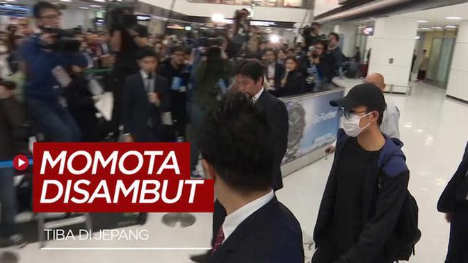 VIDEO: Tiba di Jepang, Kento Momota Disambut Ratusan Orang
