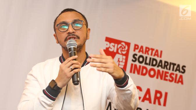 Vokalis grup band Nidji, Giring Ganesha saat jumpa pers di Kantor DPP PSI, Jakarta Pusat, Rabu (6/9). Giring Nidji mendeklarasikan diri untuk maju sebagai calon legislatif pada Pemilu Legislatif (Pileg) 2019 melalui PSI. (Liputan6.com/Herman Zakharia)