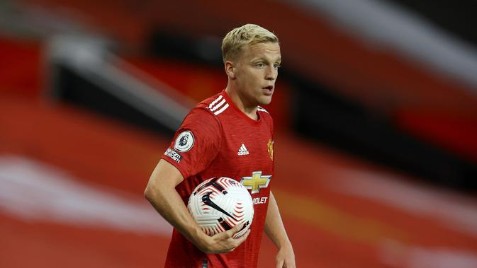 Donny van de Beek mencetak gol pertama pada laga Liga Inggris Manchester United lawan Crystal Palace di stadion Old Trafford di Manchester, Inggris, Sabtu, 19 September 2020. (Richard Heathcote / Pool via AP)