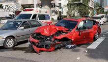 台中5車連環追撞!公車、小貨車「包夾轎車」釀7傷
