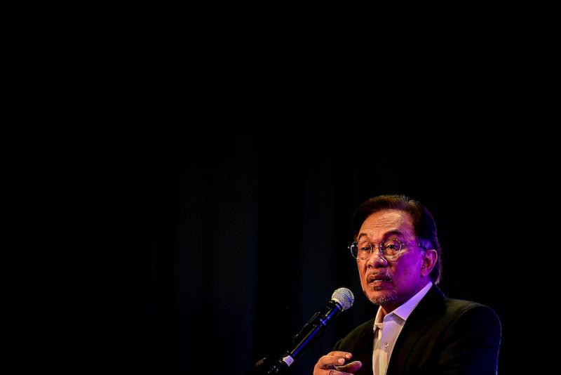 PKR President Datuk Seri Anwar Ibrahim delivers his closing keynote address at the Malaysia Social Media Week Summit 2019 in Malaysia International Trade and Exhibition Centre Kuala Lumpur April 25, 2019. — Picture by Hari Anggara