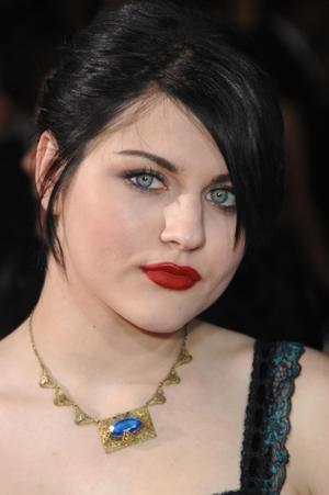 Frances Bean's Fiance Says They Are Homebodies