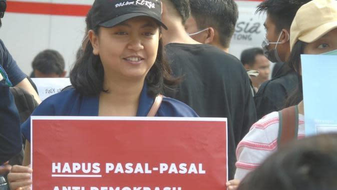 Sekretaris Nasional Perempuan Mahardhika, Mutiara Ika Pratiwi mendesak polisi pidanakan pelaku begal payudara di Pati. (Foto: Liputan6.com/Ahmad Adirin)