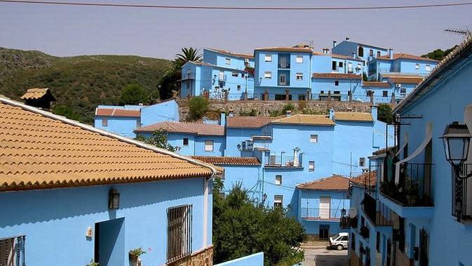 6 Kampung Indah yang Bernuansa Serba Biru. (Sumber: Flickr/pueblo pitufo)