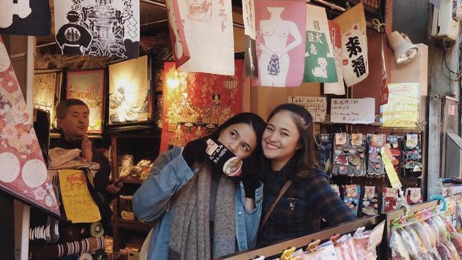Potret Kebersamaan Marshanda dan Adiknya. (Sumber: Instagram.com/dollyssa