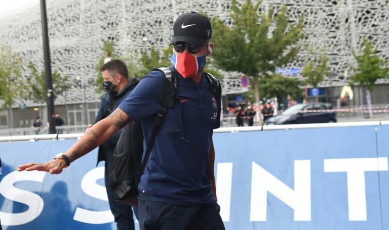 Paris police ban fan gatherings to greet PSG players