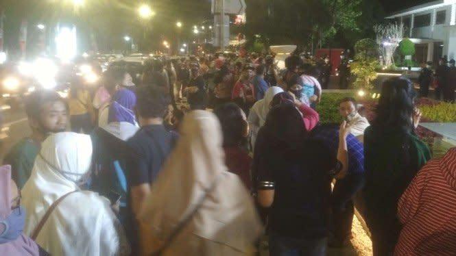 Surabaya Zona Merah, Tapi Pemkot Gelar Pertunjukan Yang Buat Kerumunan