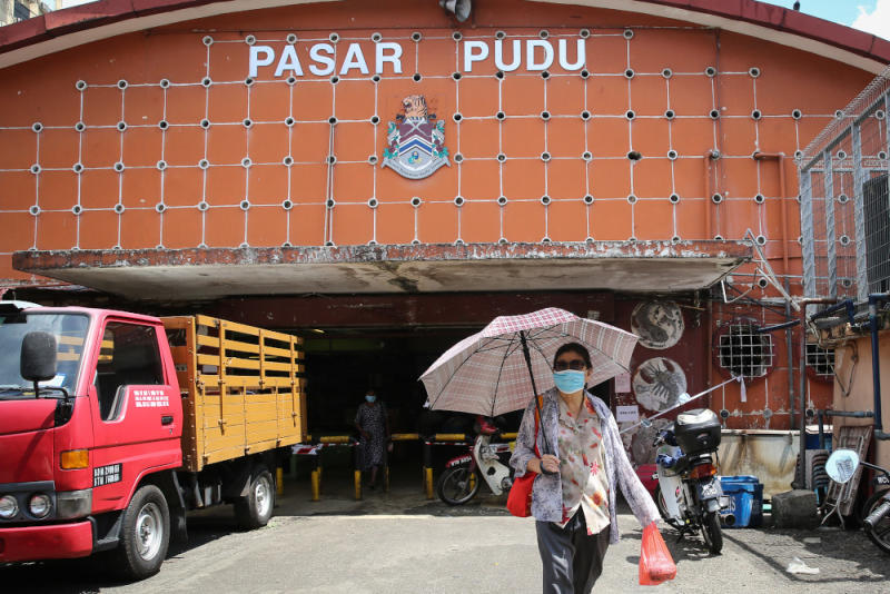 The indoor Pudu Market is a hive of activity during the day. ― Picture by Yusof Mat Isa.