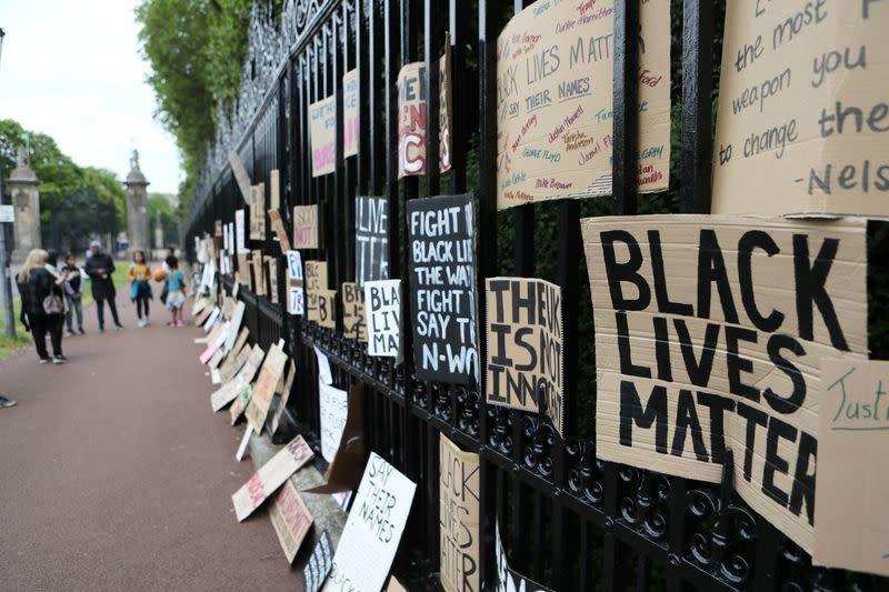 Unjuk rasa menentang rasisme bergulir 'di seluruh dunia'