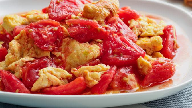 tumis telur tomat/copyright by Fernando Chee (Shutterstock)