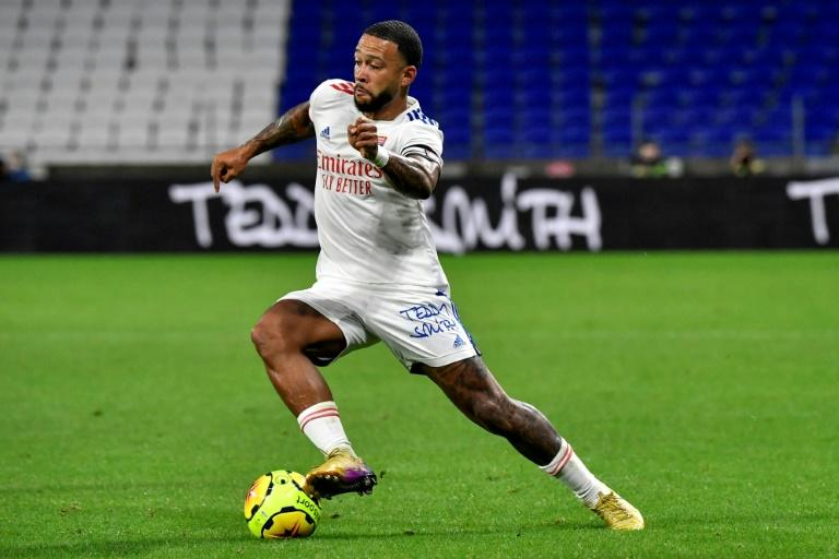 Barca can't afford Depay, says Lyon president Aulas