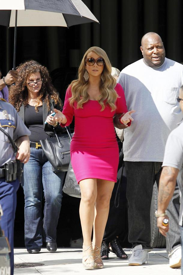 Mariah Carey Employs Her Own Personal Umbrella-Carrier