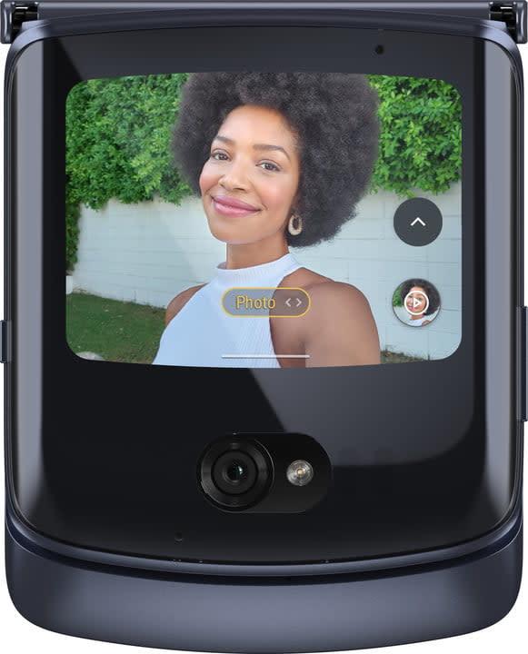 motorola razr 2020 news render cover camera