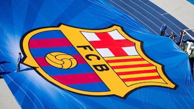 Logo Barcelona dalam ukuran besar jelang final Liga Champions antara Barcelona melawan Juventus di Berlin, 6 Juni 2015. (AFP/Kay Nietfeld)