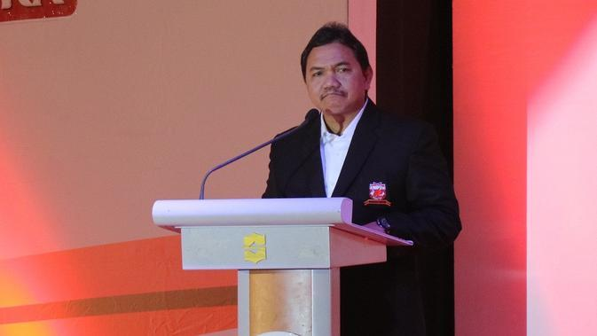 Presiden Madura United, Achsanul Qosasi. (Bola.com/Aditya Wany)