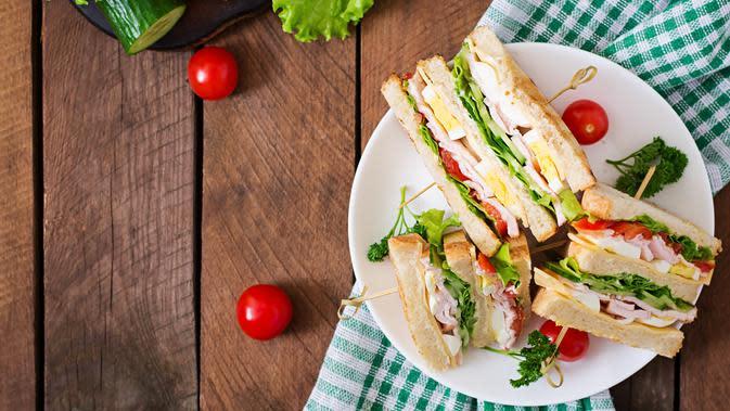 Ilustrasi sandwich/copyright shutterstock by Timolina