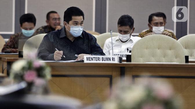Menteri BUMN Erick Thohir saat rapat bersama DPR di Ruang Pansus B Gedung Nusantara II, Kompleks Parlemen, Senayan, Jakarta, Rabu (13/5/2020). Rapat tertutup tersebut membahas antisipasi skema penyelamatan perbankan akibat COVID-19. (Liputan6.com/Johan Tallo)