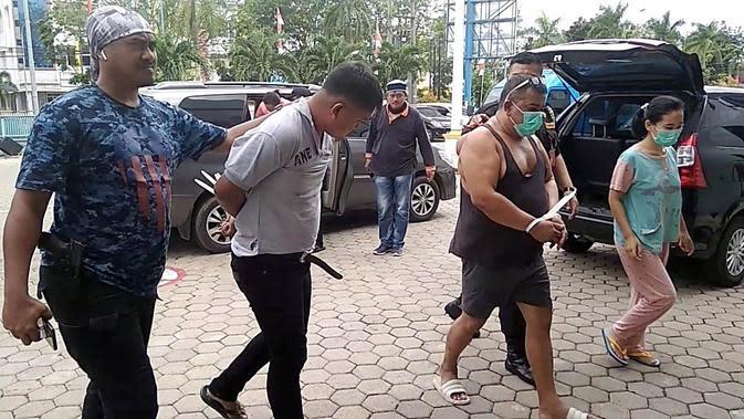 Para tersangka pengedaran narkoba antarprovinsi ditangkap tim BNNP Sumsel di Palembang (Liputan6.com / Nefri Inge)