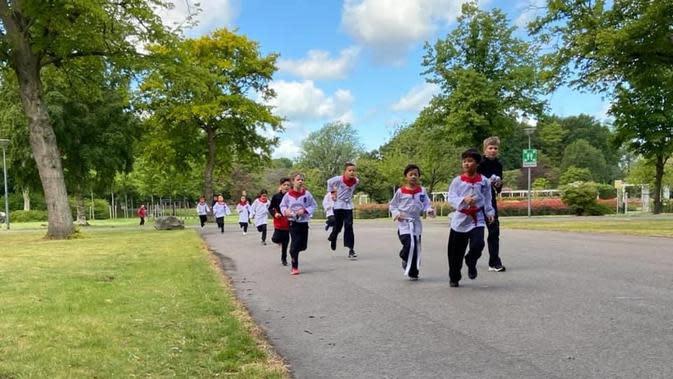Meski protokol kesehatan berkegiatan di lapangan terbuka ketat, namun anggota Merpati Putih Nederland tetap semangat berlatih ( Foto : Adi Zitter)