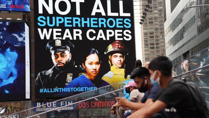 Sebuah iklan yang memberikan penghormatan kepada para pekerja garis depan COVID-19 di layar elektronik di Times Square New York, Amerika Serikat (AS), pada 31 Agustus 2020. Kasus virus corona di Amerika Serikat menembus angka enam juta pada Senin (31/8) waktu setempat. (Xinhua/Wang Ying)