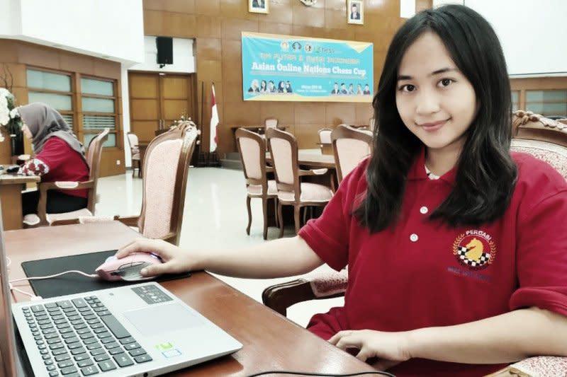 Putri Indonesia sapu tiga kemenangan di hari pertama Catur Online Asia