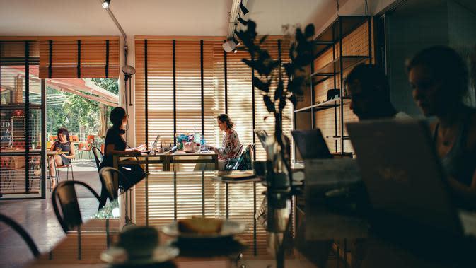 working space (unsplash.com/Helena Lopes)