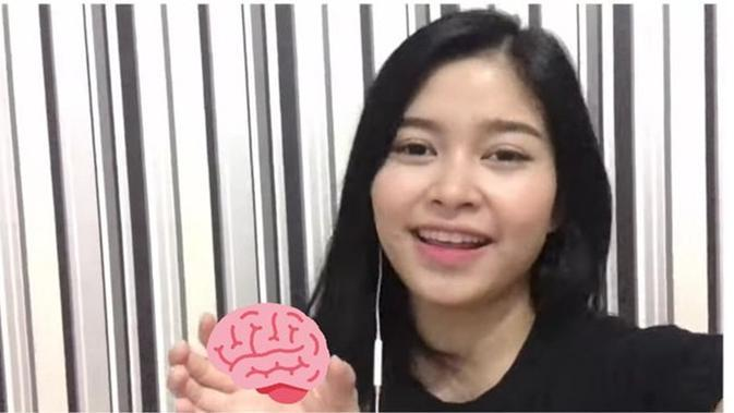 Minta Foto Amel JKT48 Diedit Pegang Sesuatu, 6 Kreasi Netizen Ini Kocak (sumber: Twitter.com/jeghz)