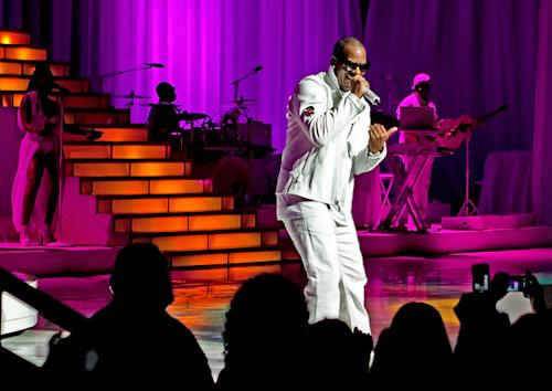 R. Kelly Impresses, Confounds in Chicago