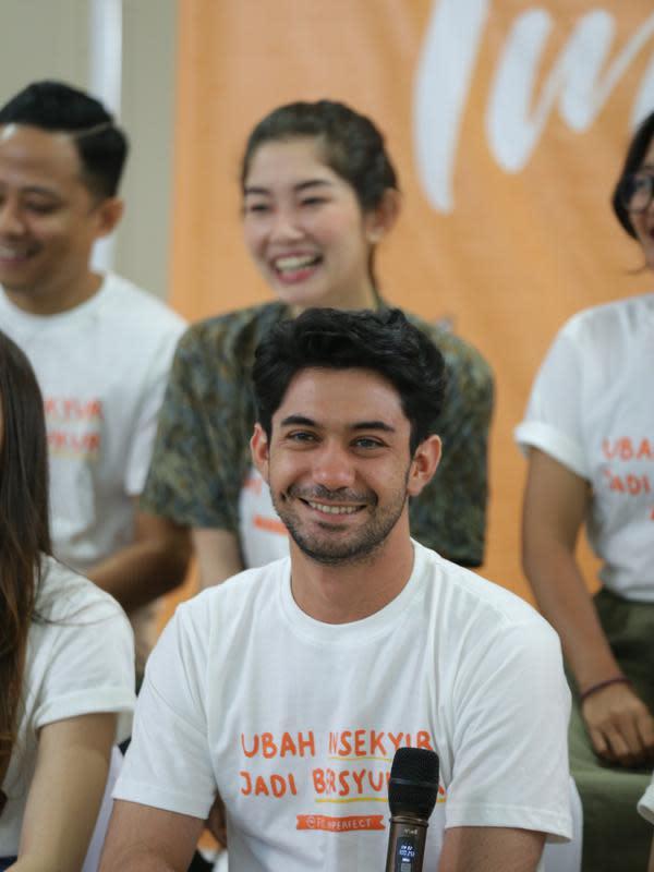 Selain sebagai pengisi soundtrack, dalam film produksi Starvision tersebut ia juga membintanginya bersama Jessica Milla. (Daniel Kampua/Fimela.com)