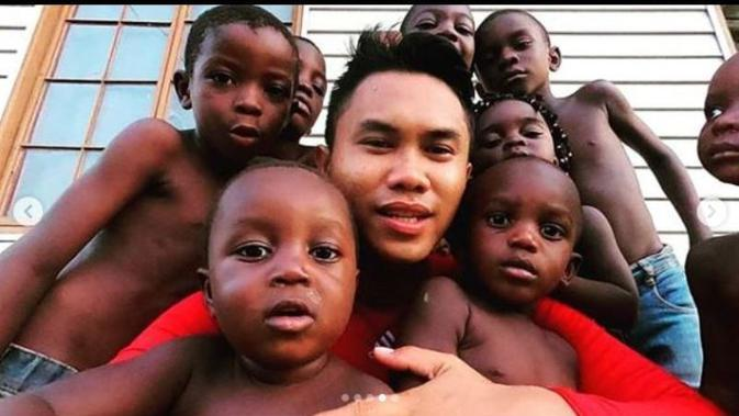 Maulana Rahman, orang Indonesia yang bekerja di Gabon, Afrika Tengah. (dok.Instagram @nomadprostory/https://www.instagram.com/p/B6LF9Hlnvh3/Henry)