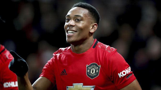 Striker Manchester United, Anthony Martial berselebrasi usai mencetak gol ke gawang Norwich City pada pertandingan lanjutan Liga Inggris di Old Trafford (11/1/2020). MU menang telak 4-0 atas Norwich. (Martin Rickett/PA via AP)