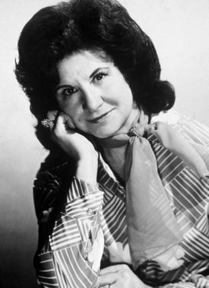 Kitty Wells, Pioneering Country Singer, Dead at 92