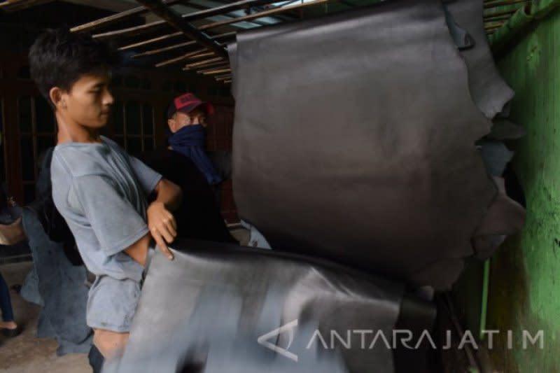Kemenperin beri bantuan alat pelaku industri kulit Magetan