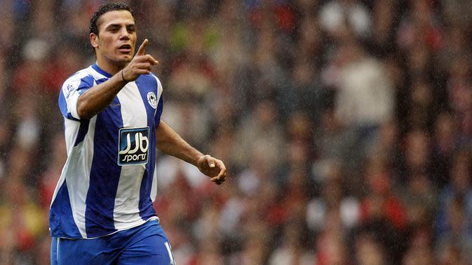 Amr Zaki, pada enam laga pertamanya bersama Wigan, striker Mesir ini berhasil mencetak lima gol, termasuk sebuah gol indah ke gawang Liverpool di Anfield. Tapi perlahan penampilannya menurun dan gagal mendapatkan tempat utama. (AFP/Paul Ellis)