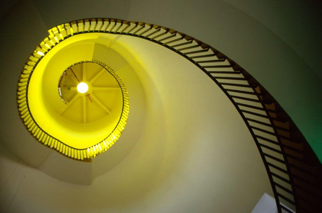<p>In Southwold, England, this staircase gives off a pretty golden glow. </p>
