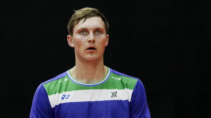 Pebulutangkis Denmark, Viktor Axelsen, pada laga Indonesia Masters 2020 di Istora. (Bola.com/M Iqbal Ichsan)