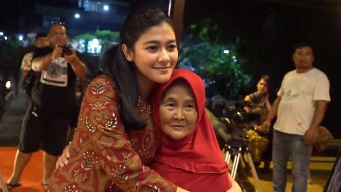 Fakta Nenek Iro yang Dapat Hadiah Rumah dari Baim Wong (sumber:YouTube/Baim Paula)