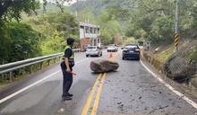 台八線中橫公路落石擋路 緊急清除雙向通車