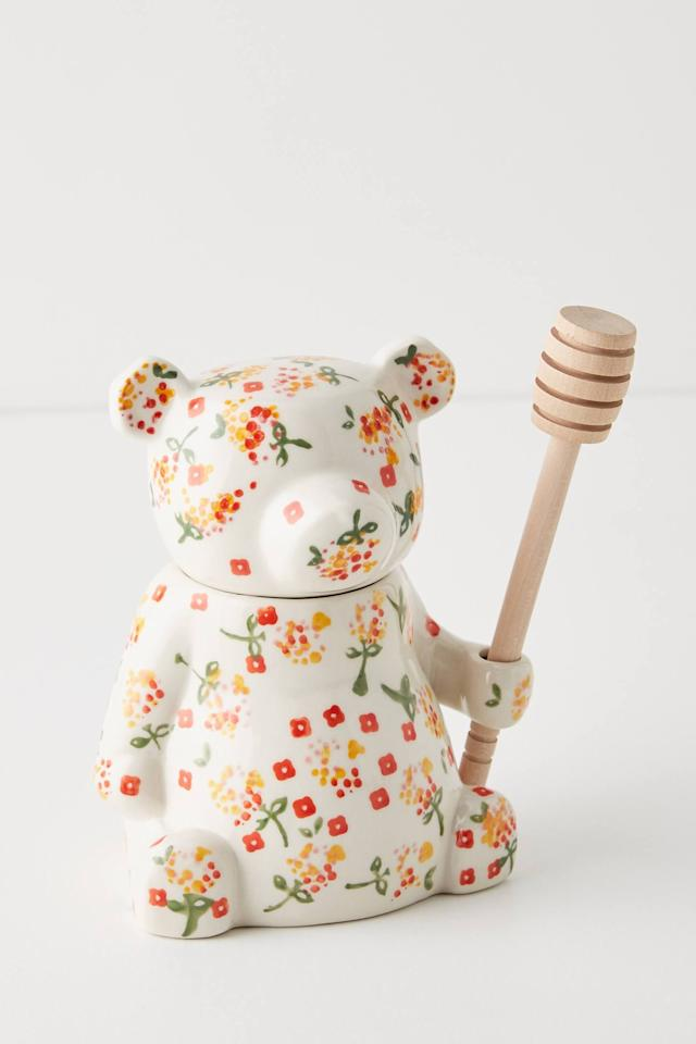 """<p><strong>Anthropologie</strong></p><p>anthropologie.com</p><p><strong>$20.00</strong></p><p><a href=""""https://go.redirectingat.com?id=74968X1596630&url=https%3A%2F%2Fwww.anthropologie.com%2Fshop%2Ffloral-bear-honey-pot&sref=https%3A%2F%2Fwww.seventeen.com%2Ffashion%2Fg32461844%2Fmom-birthday-gifts%2F"""" target=""""_blank"""">Shop Now</a></p><p>And just like that, your kitchen just became the cutest room in your house.  </p>"""