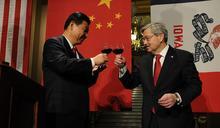 美國駐華大使布蘭斯塔德宣佈離任 回顧《人民日報》拒稿風波始末