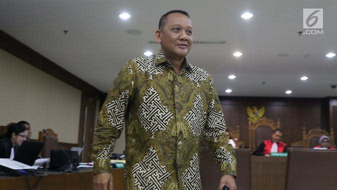 Mantan Sekretaris Mahkamah Agung (MA) Nurhadi Abdurachman usai menjadi saksi pada sidang lanjutan dugaan suap terkait pengurusan sejumlah perkara dengan terdakwa Eddy Sindoro di Pengadilan Tipikor, Jakarta, Senin (21/1). (Liputan6.com/Helmi Fithriansyah)