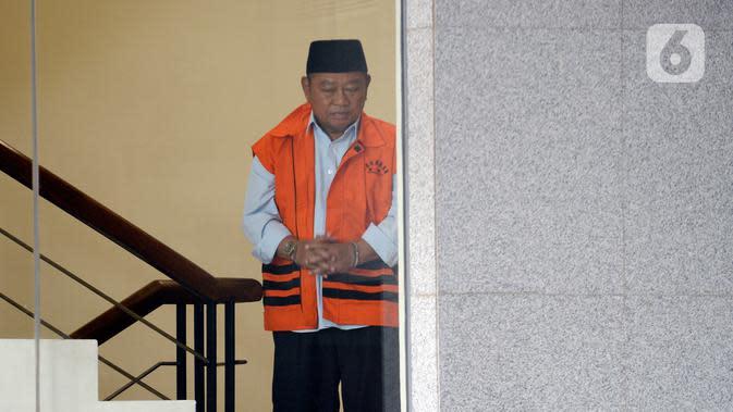 Bupati Sidoarjo Saiful Ilah saat akan menjalani pemeriksaan perdana pascaterjaring OTT di Gedung KPK, Jakarta, Jumat (17/1/2020). Saiful diperiksa sebagai tersangka terkait dugaan menerima suap dalam proyek infrastruktur di Dinas PUPR Kabupaten Sidoarjo. (merdeka.com/Dwi Narwoko)