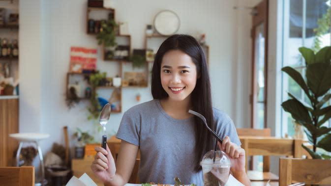 Menyiapkan sarapan bergizi./Copyright shutterstock.com