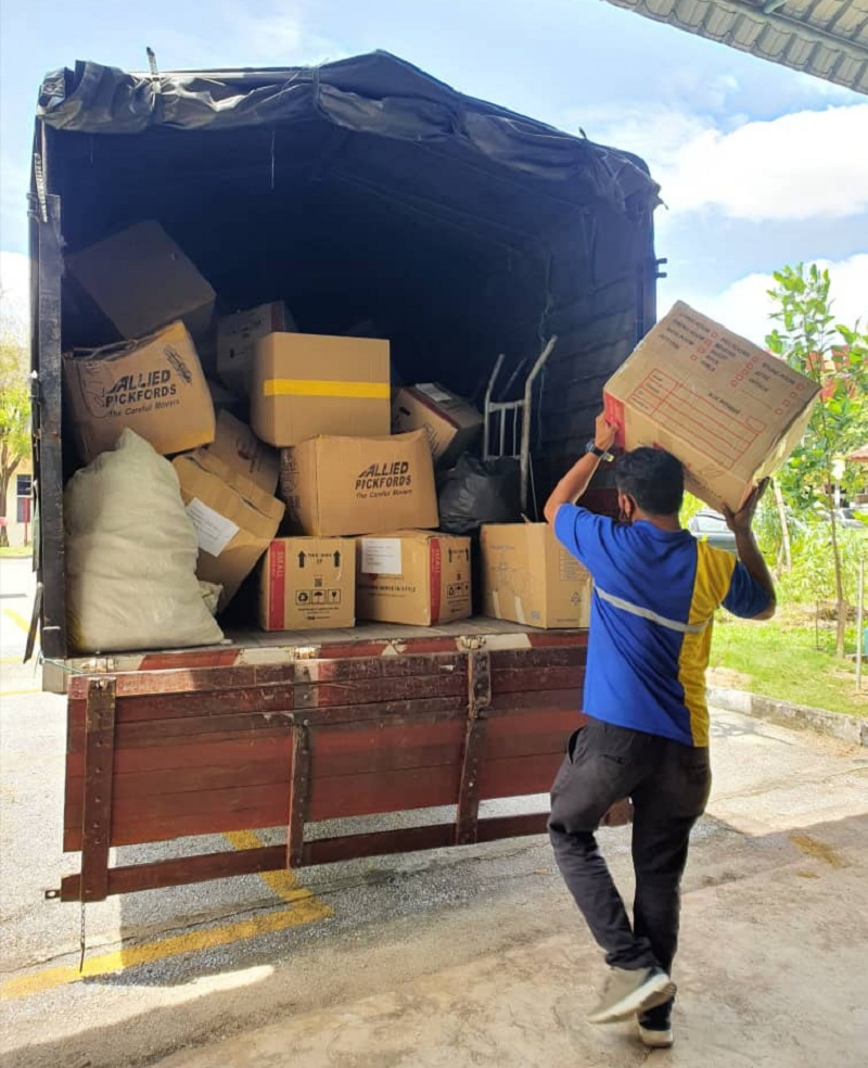 Used clothing that arrived earlier at UPM had been shipped off to Life Line Clothing Malaysia Sdn. Bhd. ― Picture courtesy of Rafidah Sadarudin